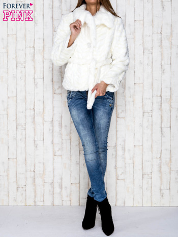 Biała futrzana kurtka z wiązaniem                              zdj.                              5