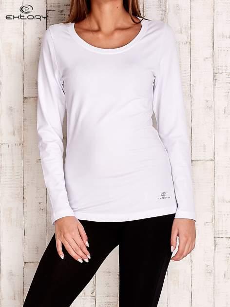 Biała gładka bluzka sportowa z dekoltem U PLUS SIZE                                  zdj.                                  1