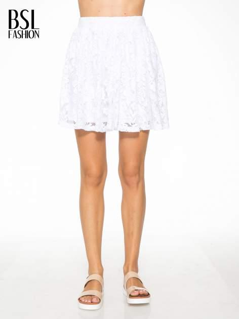 Biała koronkowa mini spódniczka na gumkę