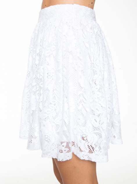 Biała koronkowa mini spódniczka na gumkę                                  zdj.                                  6
