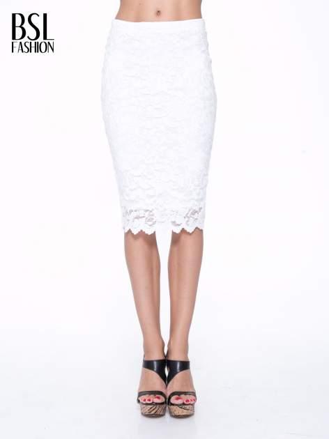 Biała koronkowa spódnica typu tuba za kolano                                  zdj.                                  1