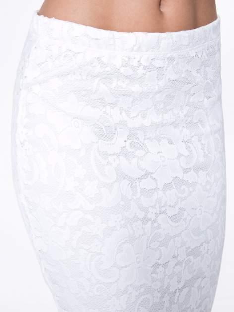 Biała koronkowa spódnica typu tuba za kolano                                  zdj.                                  9