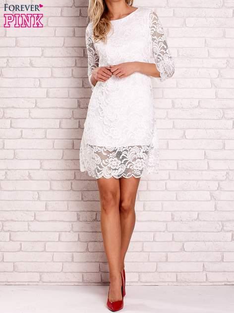 Biała koronkowa sukienka z wiązaniem na plecach                                  zdj.                                  2