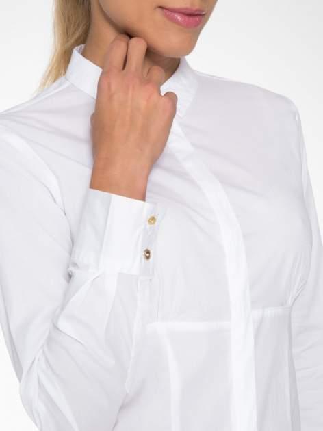 Biała koszula damska odcinana pod biustem z marszczeniem                                  zdj.                                  6
