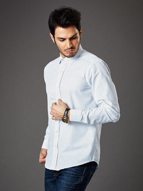 Biała koszula męska o klasycznym kroju we wzory                              zdj.                              3