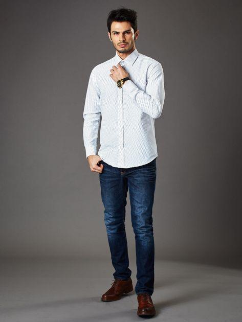Biała koszula męska o klasycznym kroju we wzory                              zdj.                              4