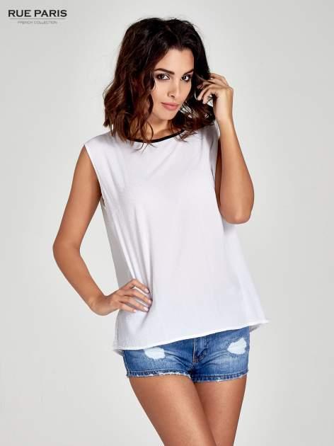 Biała koszula w kropki z kontrastową lamówką