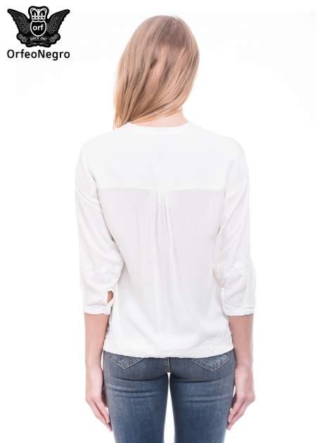 Biała koszula w stylu boho z kwiatowym haftem                                  zdj.                                  4