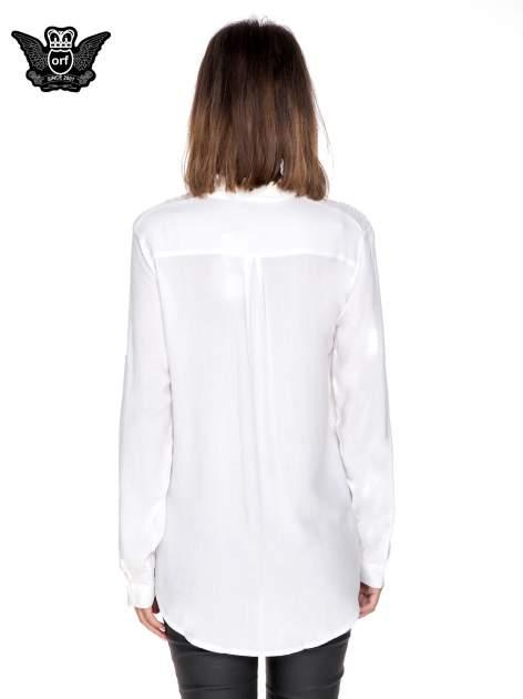 Biała koszula z aplikacją gwiazd na ramionach                                  zdj.                                  4
