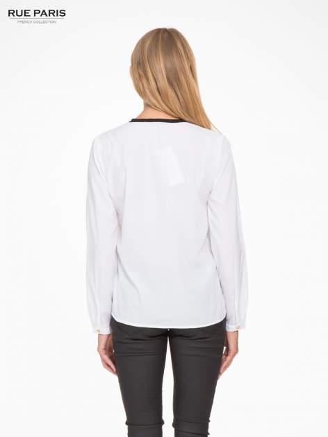 Biała koszula z kontrastową listwą                                  zdj.                                  4