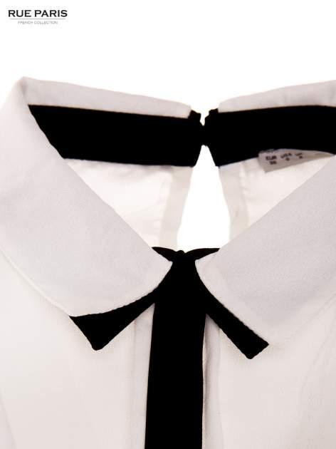Biała koszula z kontrastowym pasem i kołnierzykiem                                  zdj.                                  3