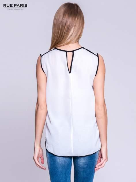 Biała koszula z kontrastowymi przeszyciami                                  zdj.                                  4