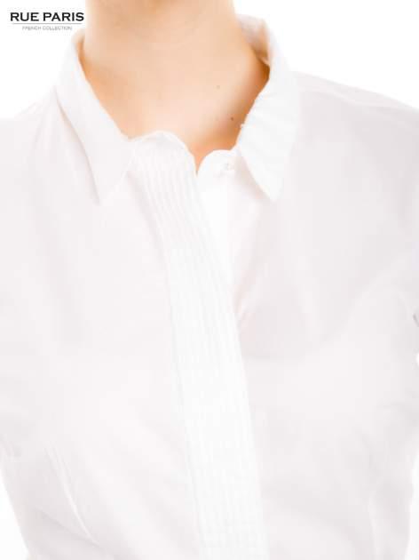 Biała koszula z krytą listwą i guzikami perełkami                                  zdj.                                  5
