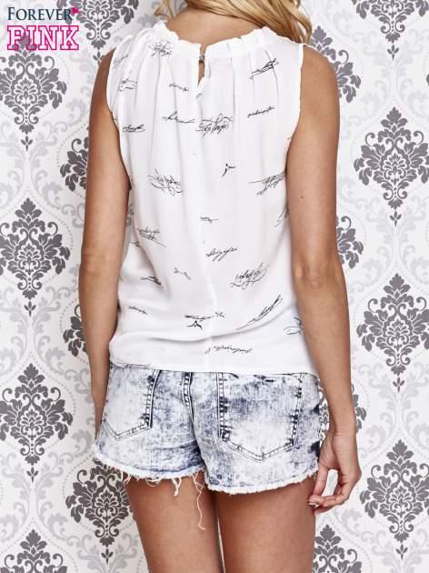 Biała koszula z nadrukiem tekstowym                                  zdj.                                  2