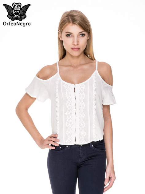 Biała koszula z odkrytymi ramionami i haftem                                  zdj.                                  1