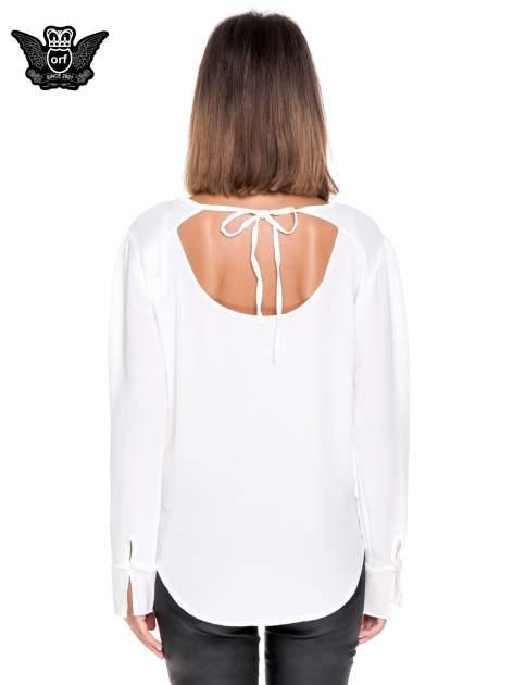Biała koszula z wycięciem na plecach                                  zdj.                                  4