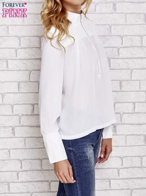 Biała koszula ze skórzanymi pikowanymi wstawkami                                  zdj.                                  3