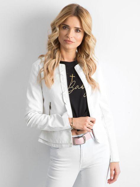 Biała kurtka z ekoskóry z falbankami                              zdj.                              1