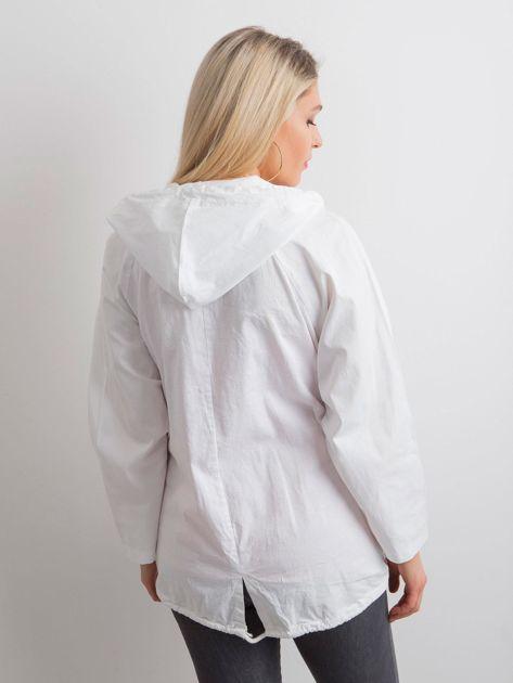 Biała luźna kurtka z kapturem                              zdj.                              2