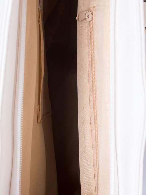 Biała miejska torba z ozdobnymi klamrami                                  zdj.                                  5