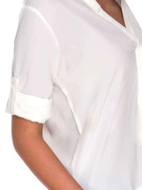 Biała minimalistyczna koszula z trójkątnym dekoltem                                  zdj.                                  6