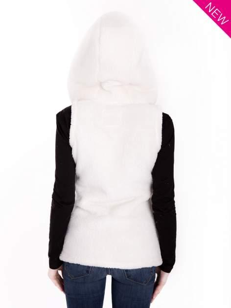 Biała pluszowa kamizelka z kapturem zapinana na kołki                                  zdj.                                  2