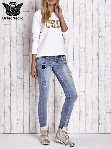 Biała prążkowana bluza ze złotym nadrukiem FASHION                                  zdj.                                  8