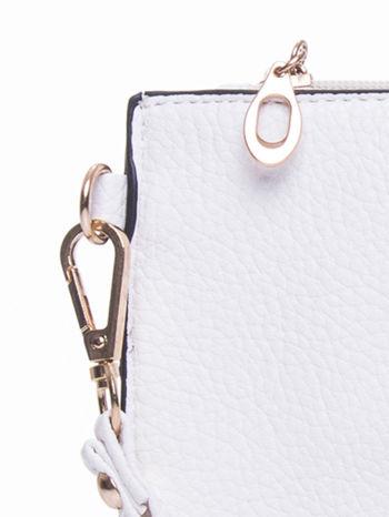 Biała prosta przewieszana torebka z uchwytem                                  zdj.                                  7