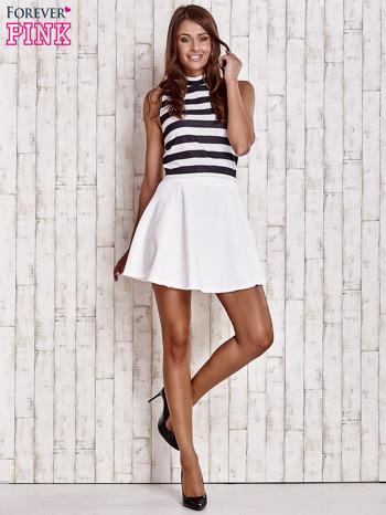 Biała rozkloszowana spódnica