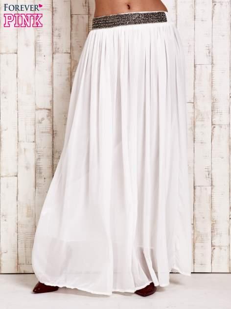Biała spódnica maxi z ozdobnym paskiem