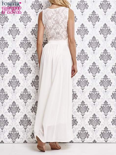 Biała sukienka maxi ze skórzanym pasem a'la ćwieki                                  zdj.                                  2