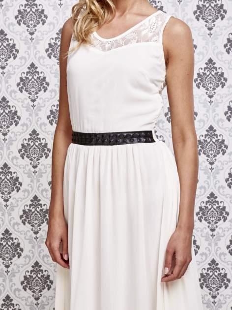Biała sukienka maxi ze skórzanym pasem a'la ćwieki                                  zdj.                                  5