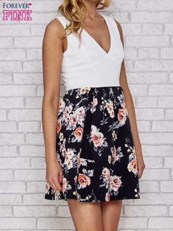 Biała sukienka skater z kwiatowym dołem                                  zdj.                                  3
