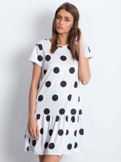 Biała sukienka w grochy z szeroką falbaną                              zdj.                              1