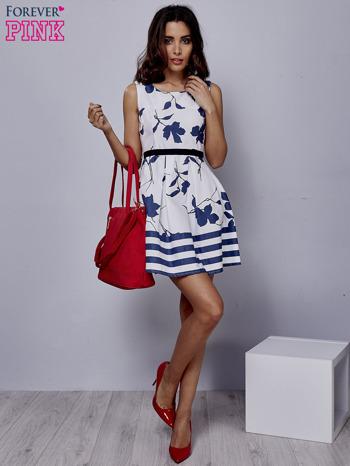 Biała sukienka w kwiaty wiązana na kokardę z tyłu                                  zdj.                                  4
