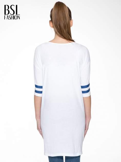 Biała sukienka z literą A w stylu baseball dress                                  zdj.                                  4