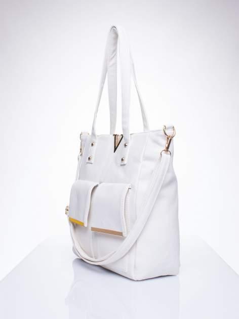 Biała torba shopper bag ze kieszeniami na klapki                                  zdj.                                  2
