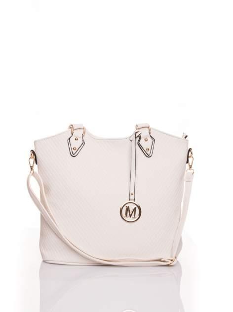 Biała torebka fakturowana w pasy