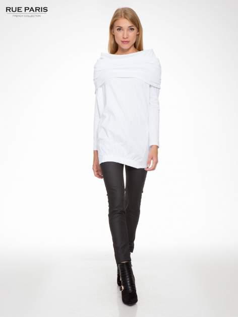 Biała tunika dresowa z kominokapturem i ściągaczem na dole                                  zdj.                                  2