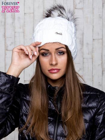 Biała wełniana czapka z pomponem                                  zdj.                                  1