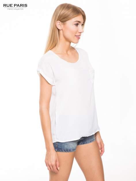 Biała zwiewna koszula z kieszonką obszytą perłami                                  zdj.                                  3