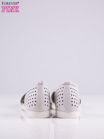Białe ażurowe sandały wiązane wokół kostki                                   zdj.                                  4