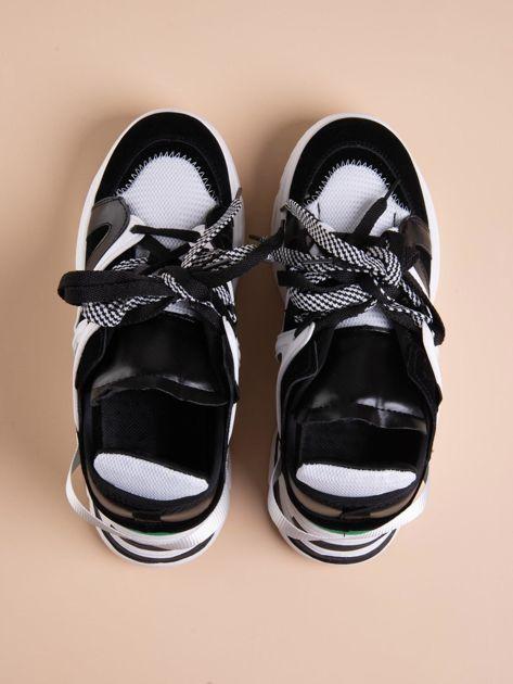 Białe buty sportowe na platformie z podwójnymi sznurówkami                              zdj.                              2