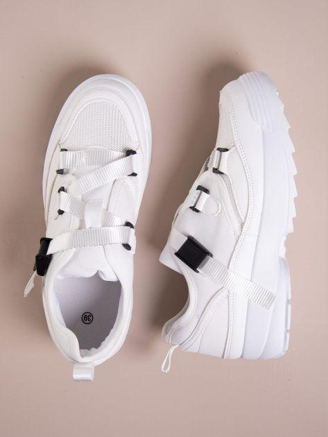 Białe buty sportowe z wiązaniem i zapięciem na klips                              zdj.                              1