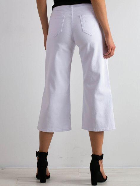 Białe jeansy Reasons                              zdj.                              2
