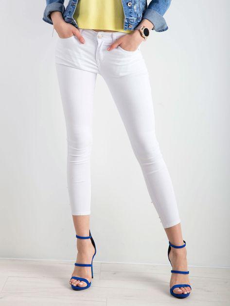 Białe jeansy biodrówki                              zdj.                              1