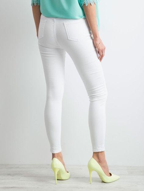 Białe jeansy high waist                              zdj.                              2