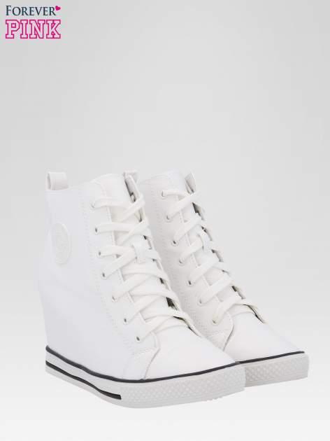 Białe klasyczne sneakersy damskie                                  zdj.                                  2