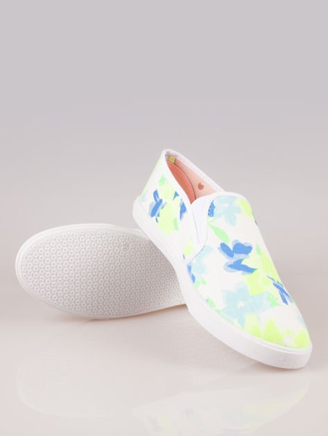 Białe kwiatowe buty slip-on                                  zdj.                                  4