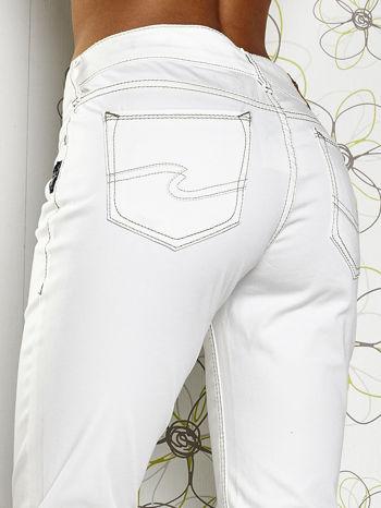 Białe materiałowe proste spodnie                                  zdj.                                  6